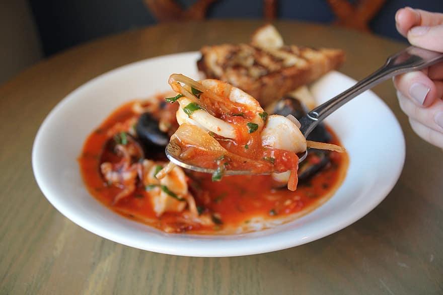 Zarzuela Recipe (Spanish Fish and Shellfish Casserole)